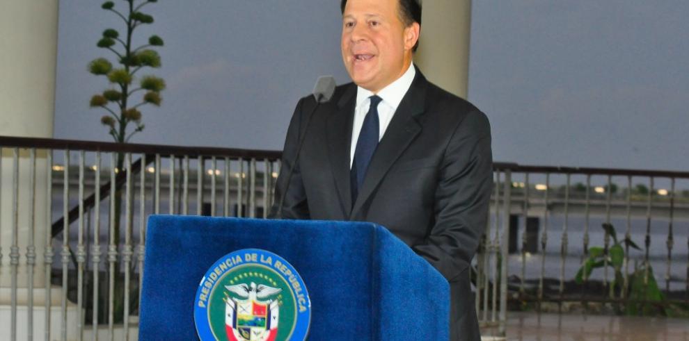Varela anuncia revisión de las prácticas financieras