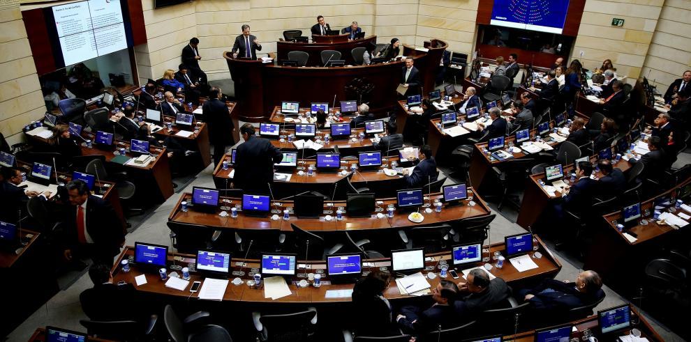 """Senado colombiano dijo """"sí"""" al nuevo acuerdo de paz"""