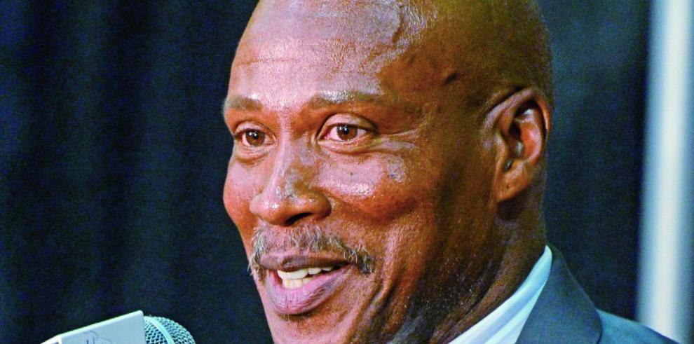 Lakers botan a Scott y culpan al gerente de la debacle