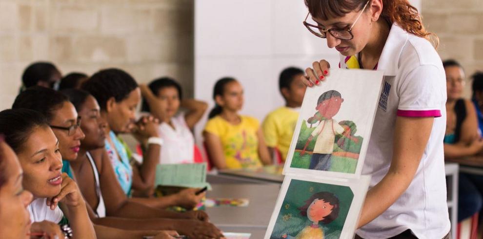 Una Maleta Viajera que descoloniza la educación