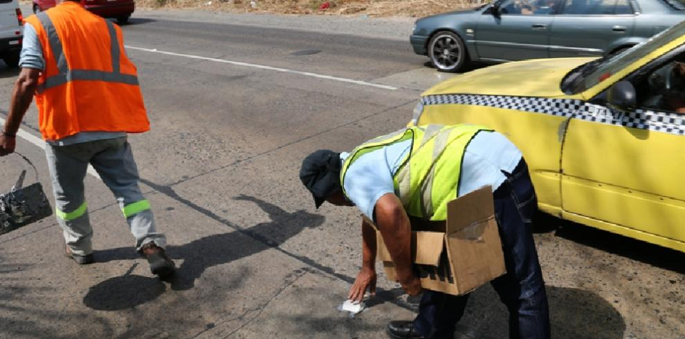 ATTT instala captaluces para evitar accidentes en la Tumba Muerto