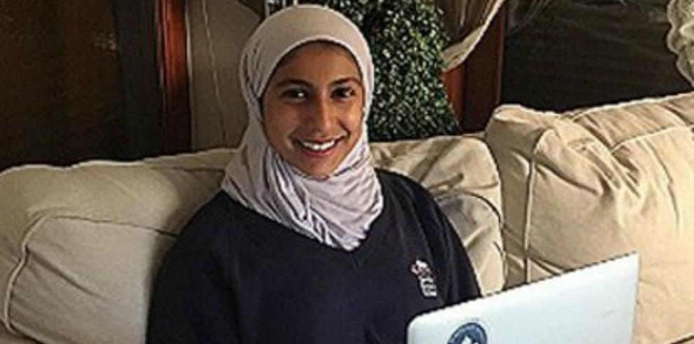 Adolescente berlinesa pide a los gigantes de internet un icono con velo
