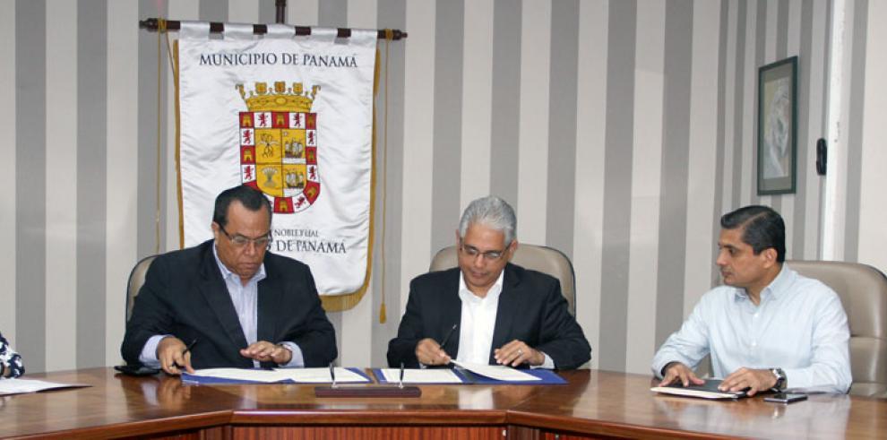 Buhoneros del Terraplén firman acuerdo con la Alcaldía de Panamá