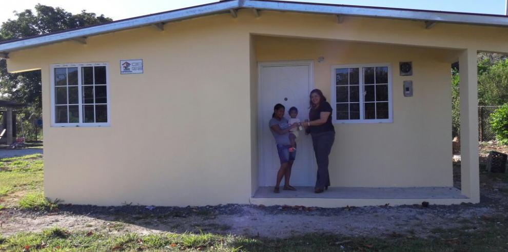 Miviot entrega 33 viviendas en distintos corregimientos de Colón