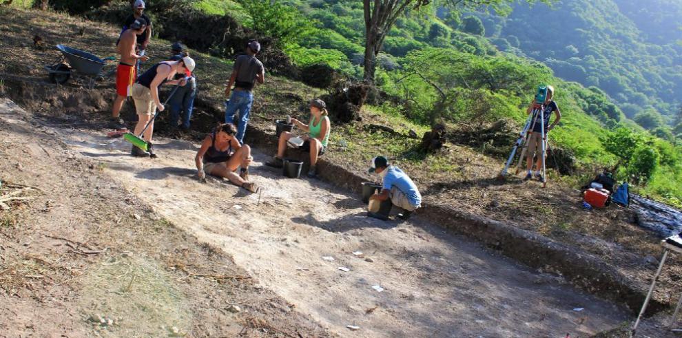 Hallaron 17 enterramientos indígenas