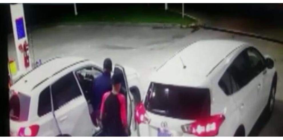 Policía captura a colombiano vinculado a robo de gasolinera