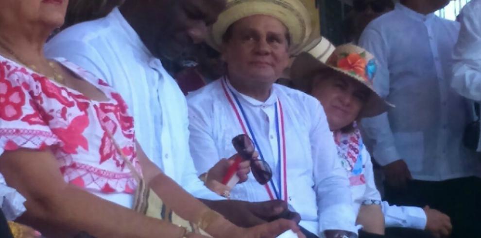Santeños entregan medalla al merito Rufina Alfaro a Roberto Durán