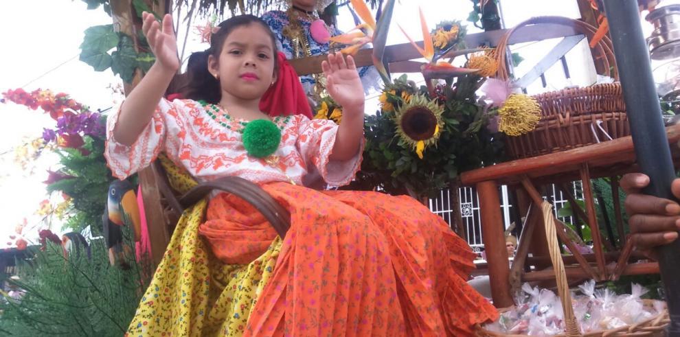 Santeños de San Miguelito conmemoran el 10 noviembre