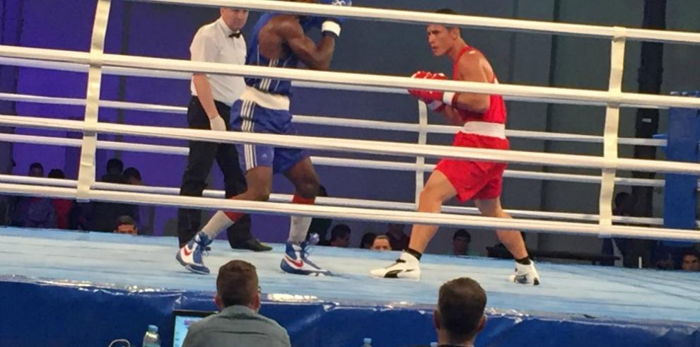 Hernández gana y avanza en el Pre Olímpico de Boxeo