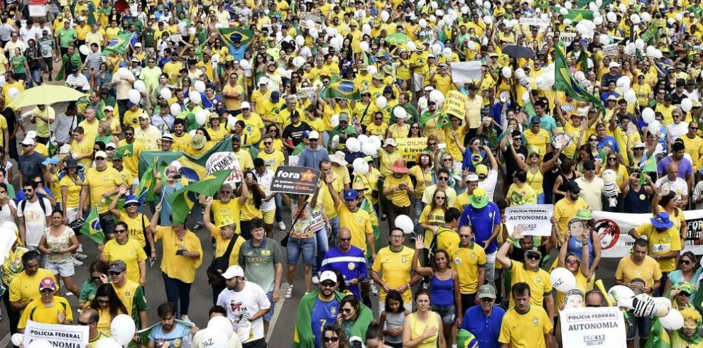 Masivas protestas contra Rousseff sacuden Brasil