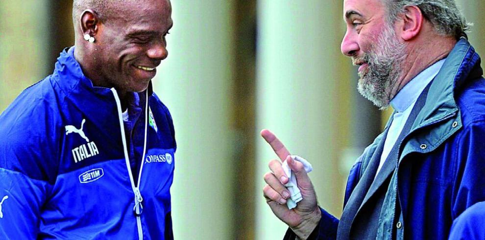 Mancini está feliz con el delantero Balotelli