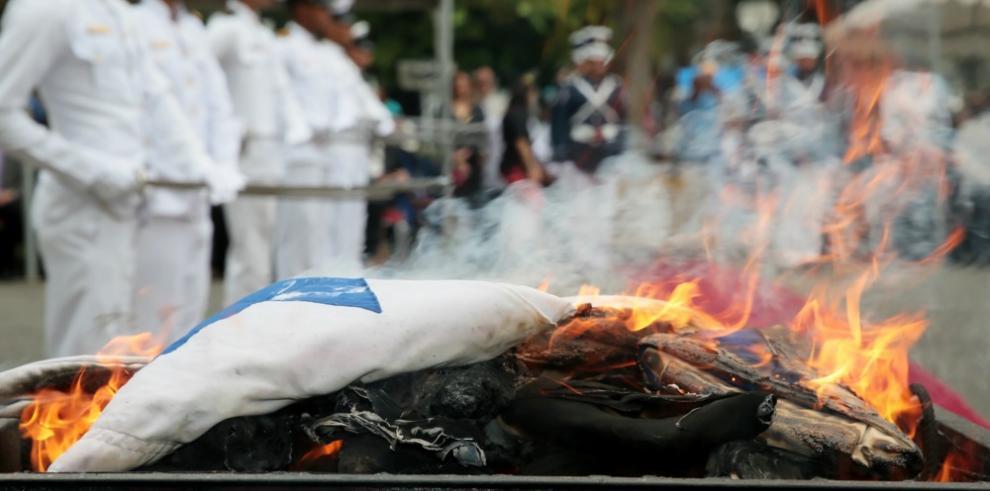 Gobernación de Panamá distinguirá a panameños en cremación de banderas