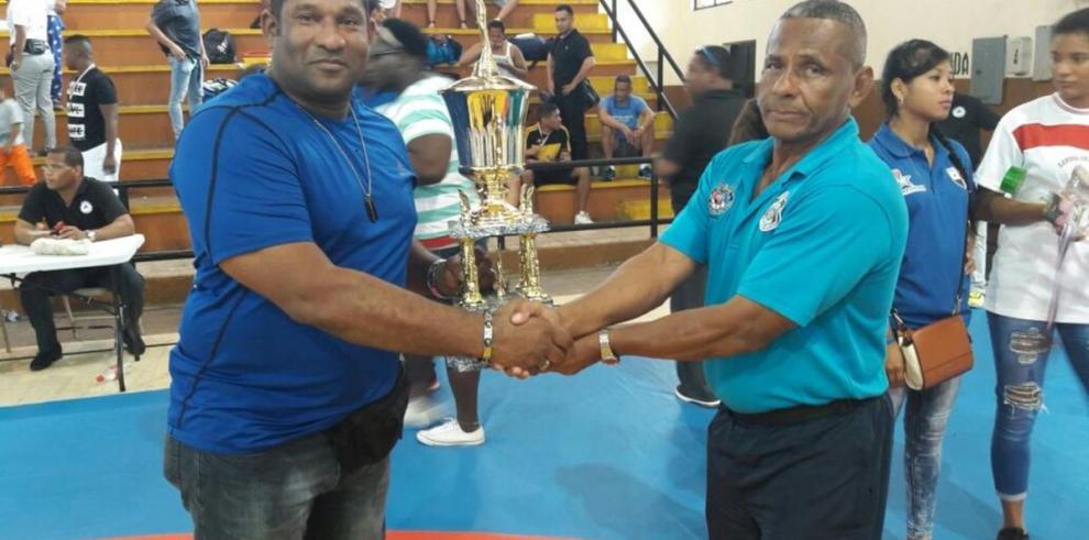 La Policía Nacional ganó torneo de lucha