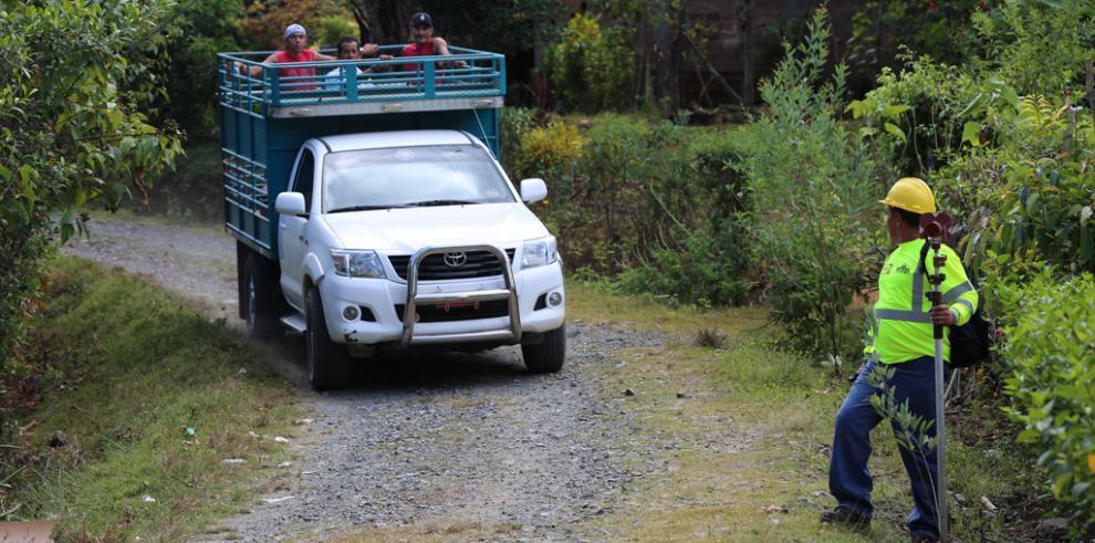Entregan orden para rehabilitar carretera en Azuero