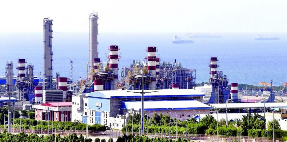 Irán construirá refinería en España