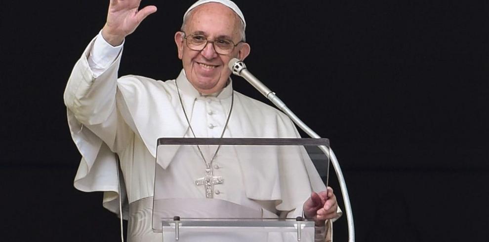 Papa bautiza a 26 niños y recuerda bautismo de Jesus