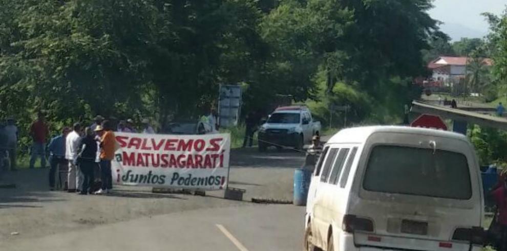 Darienitas cierran la vía Panamericana, exigen atención del gobierno