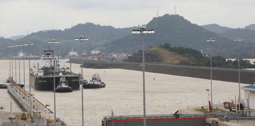 Evalúan prohibir uso teléfonos móviles durante operación del Canal