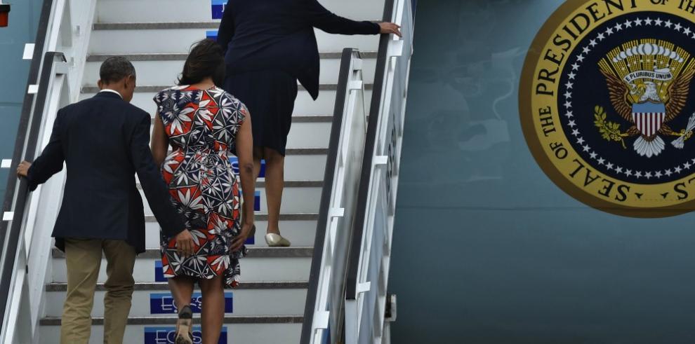 Obama concluyó visita a Cuba y Raúl Castro le despide en aeropuerto