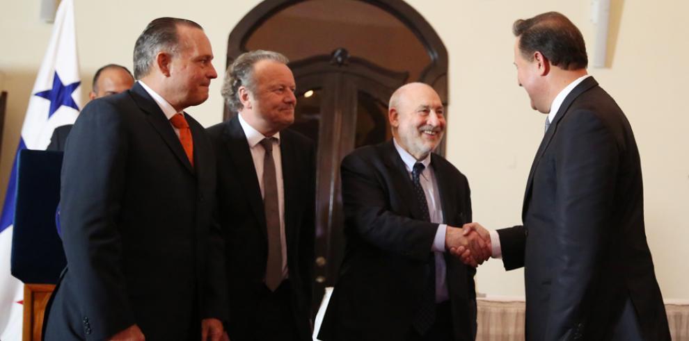 Stiglitz y Pieth piden 'cero tolerancia' contra paraísos fiscales