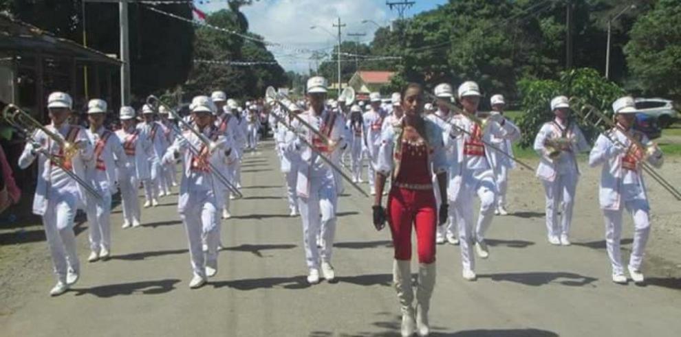 Bandas de música exhiben sus destrezas