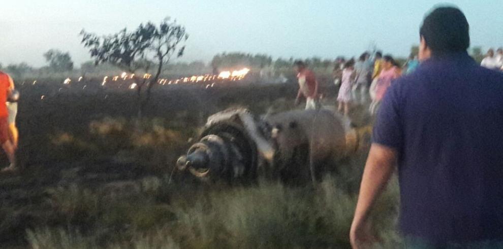 Mueren 5 personas tras accidentarse avión de carga en Colombia