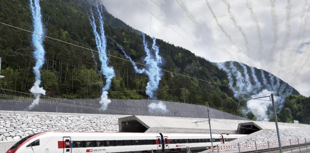 Suiza inaugura el túnel ferroviario más largo del mundo