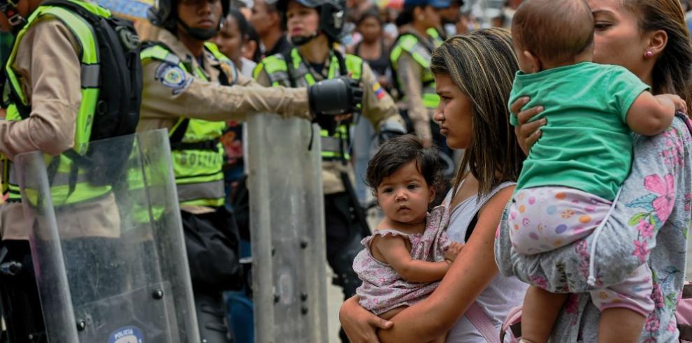 Reportan protestas en Venezuela por falta de agua, alimentos y medicinas