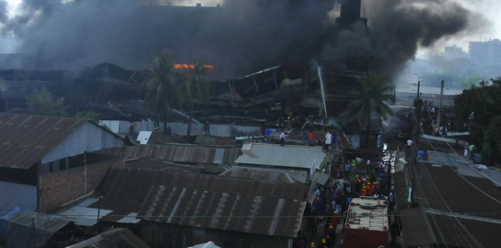 Al menos 12 muertos y varios heridos deja explosión en Bangladés