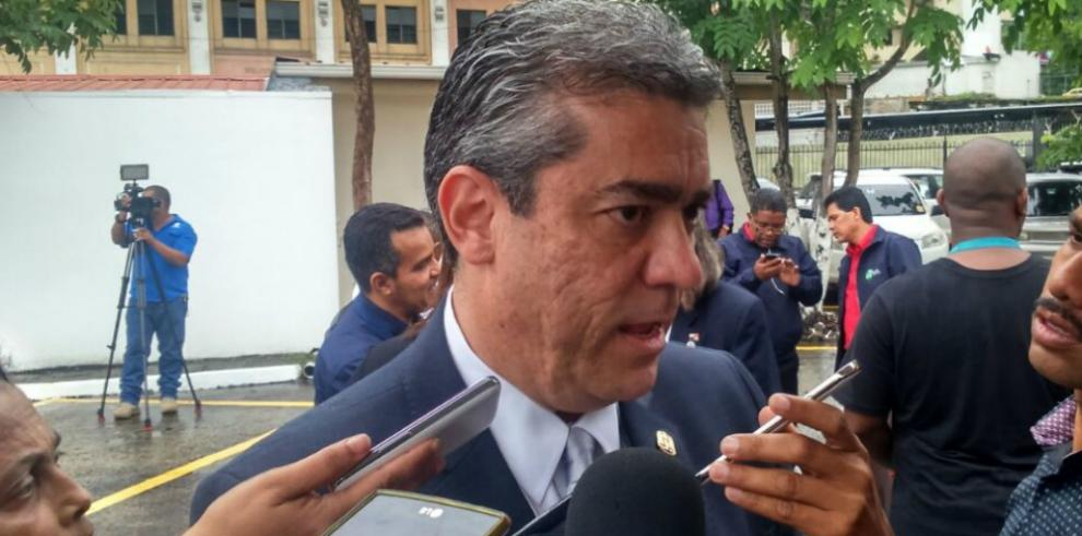 Ministro de Salud asegura que casos de influenza A(H1N1) han disminuido