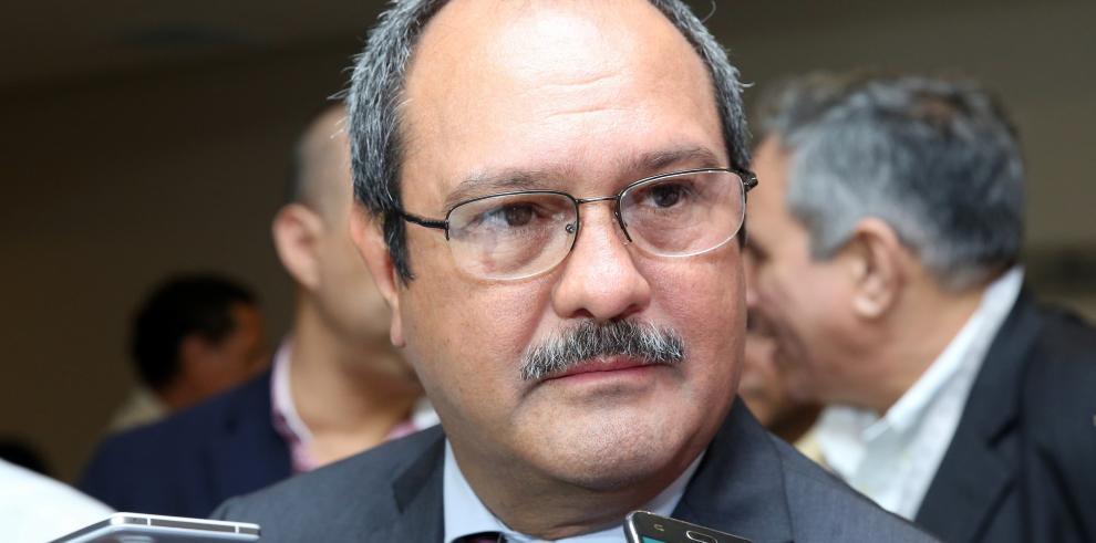 Girón 'busca dejar sin efecto' polémico contrato de $2.1 millones