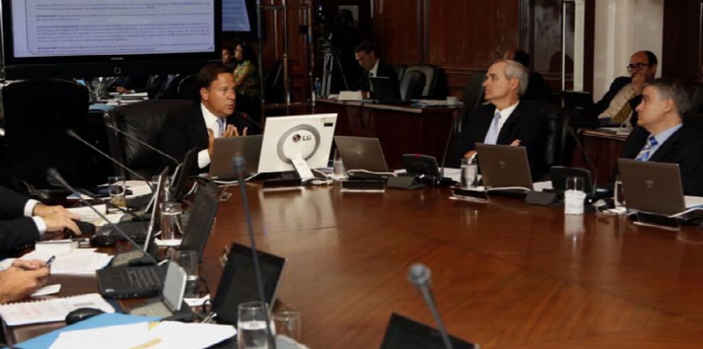Varela ordena reuniones para constituyente