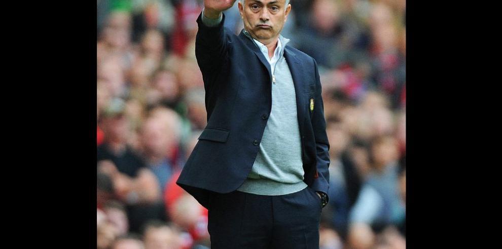 Mourinho recobra la sonrisa tras victoria del 'Man-U'