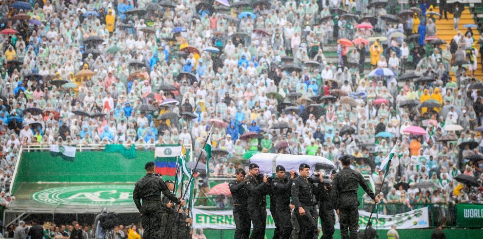 Aplausos y ovaciones en estadio de Chapecó para recibir a jugadores