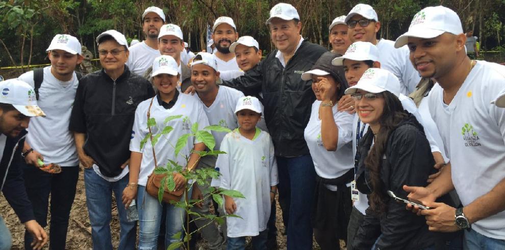 Varela establece un día al mes trabajo voluntario para funcionarios