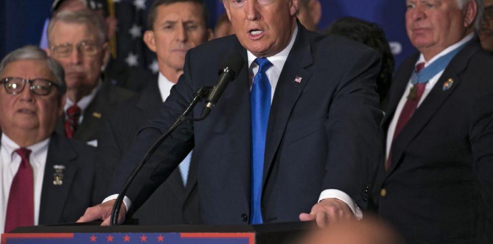 Trump resucita polémica sobre lugar de nacimiento de Obama