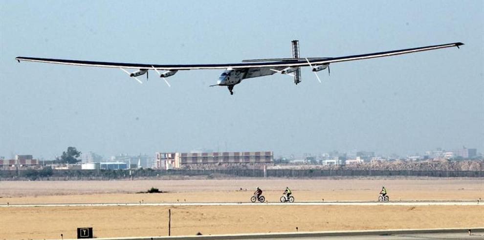 Avión solar comienza su última etapa para completar la vuelta al mundo