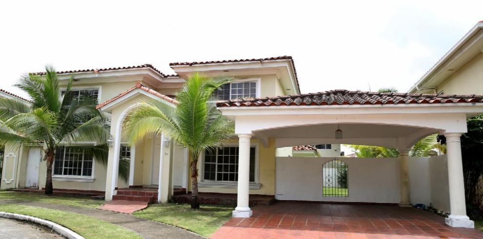Embajador nicaragüense desaloja residencia