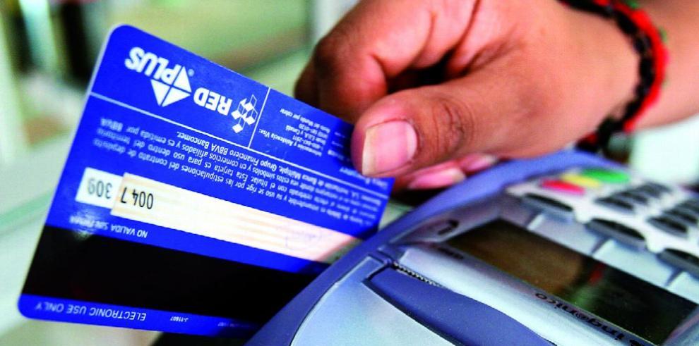 Las calificadoras arremeten contra la banca panameña