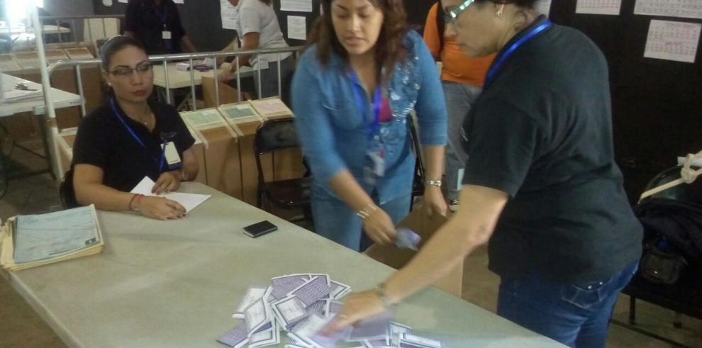 Inicia el escrutinio de votos en el Congreso del PRD