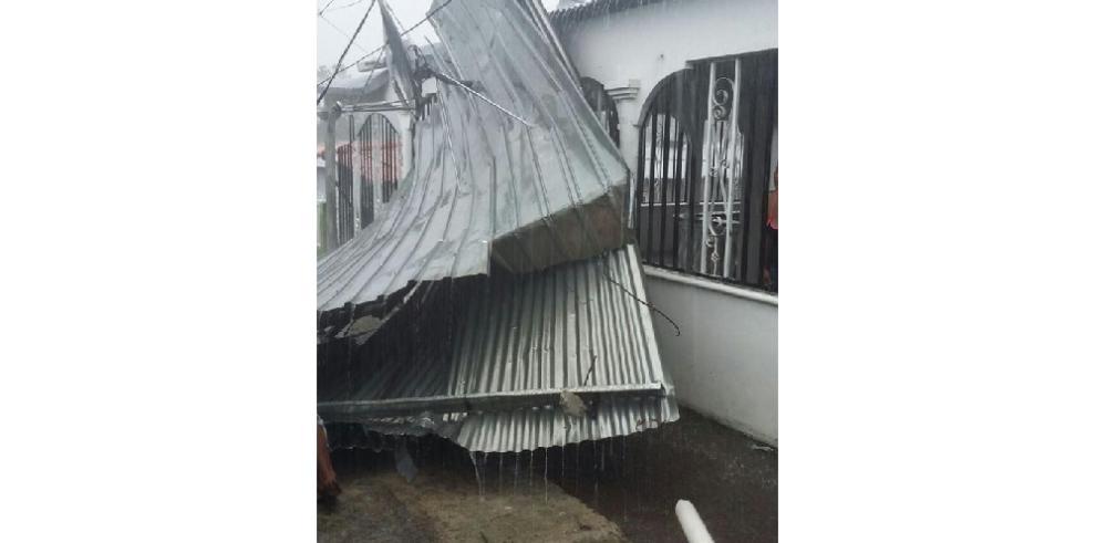 Tornado en Las Mañanitas provoca desprendimiento de techos