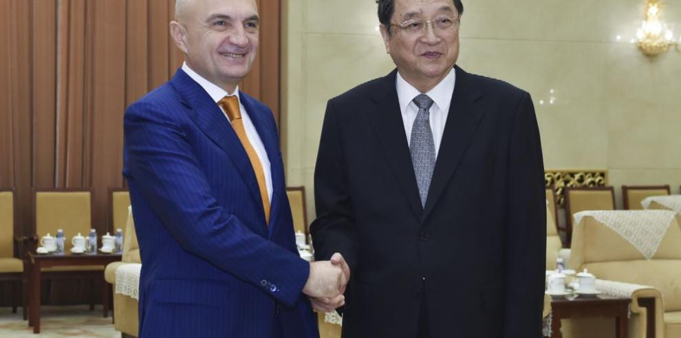 Líderes chinos dialogan con sus pares europeos