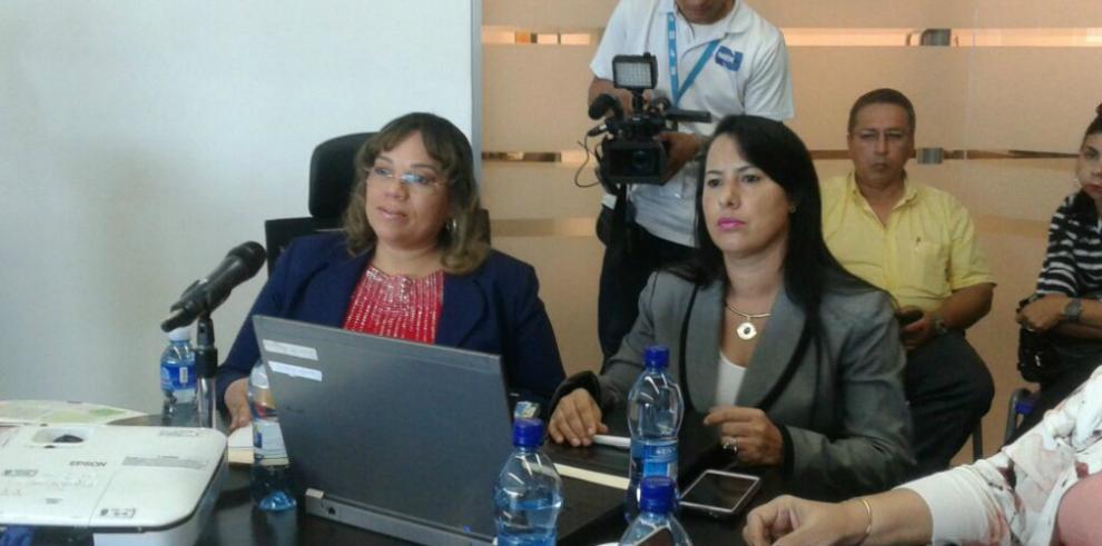 Idalia Martínez presenta informe ante comisión en la Asamblea
