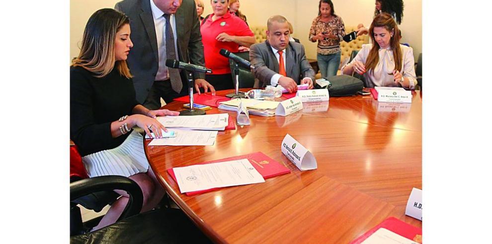 Diputados analizarán mañana la carta del magistrado Ayú