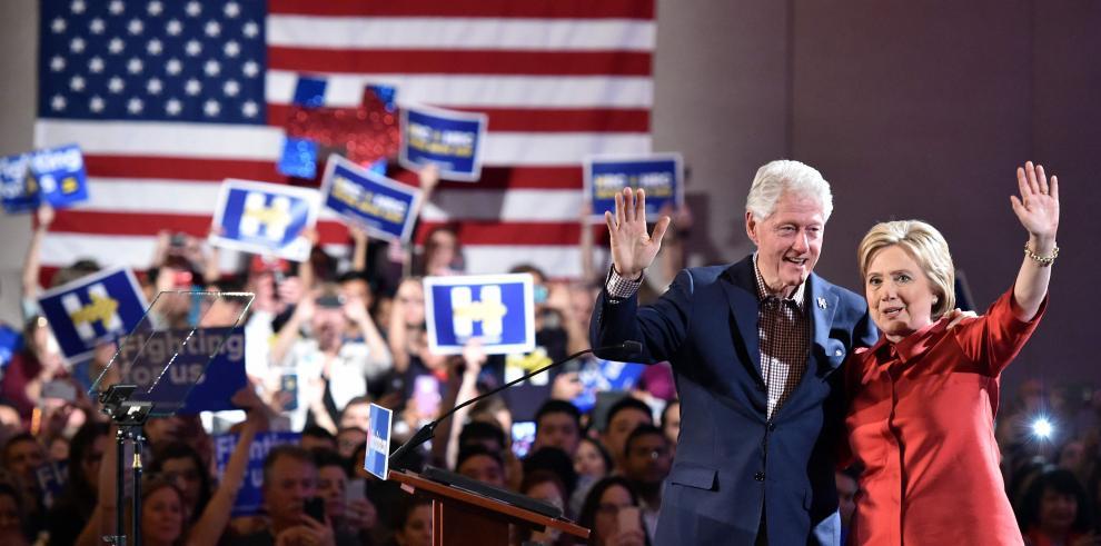 Primarias de EE.UU.se aclaran con salida de Bush y triunfo de Clinton
