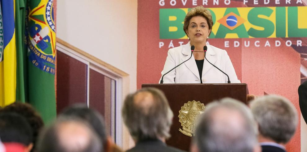 Rousseff sustituye a su ministro de Deportes 4 meses antes de Rio-2016