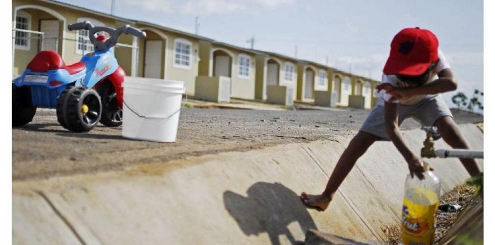 IDAAN se compromete en solucionar el problema de agua en Los Jardines