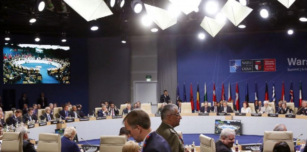 La OTAN aprueba mantener a 12 mil soldados en Afganistán