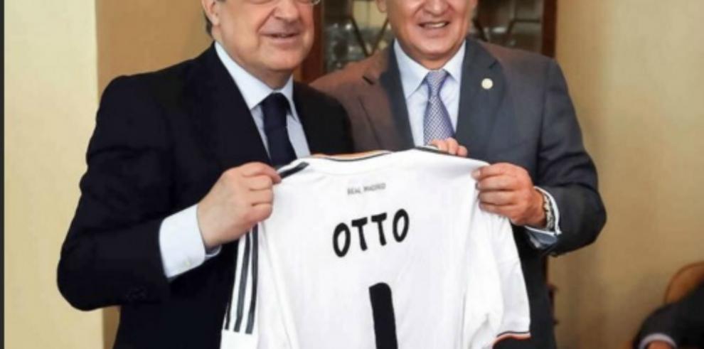 Le decomisan camiseta del Real Madrid al expresidente Otto Pérez