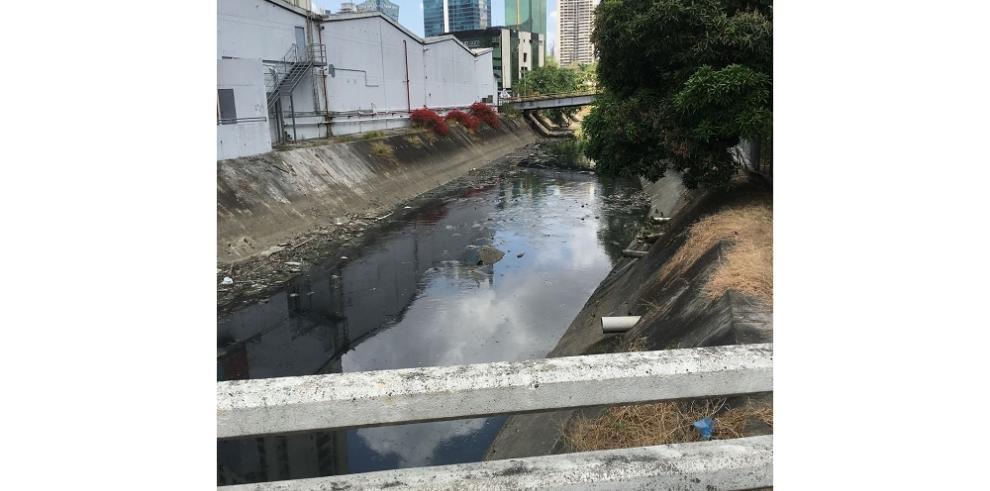 Río de contaminación